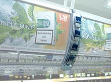 Phillip Morrise display olemasolevale reklaampinnale.